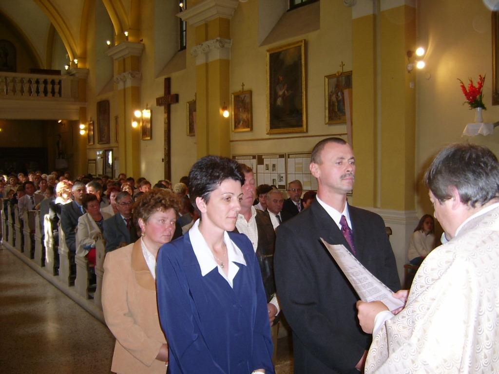 20 éves házasságuk évfordulóját ünneplők