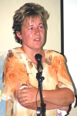 Puskásné Halál Ágnes a Szegváriak Szegvárért Közösségfejlesztők  Egyesületének elnöke  az eddigi munka eredményeiről és a további tervekről számolt be (Fotó: Képessy Bence)