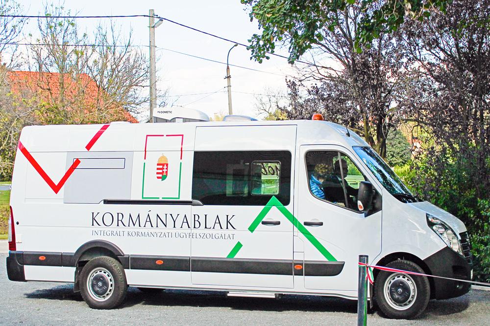 Kormányablak busz jön Szegvárra