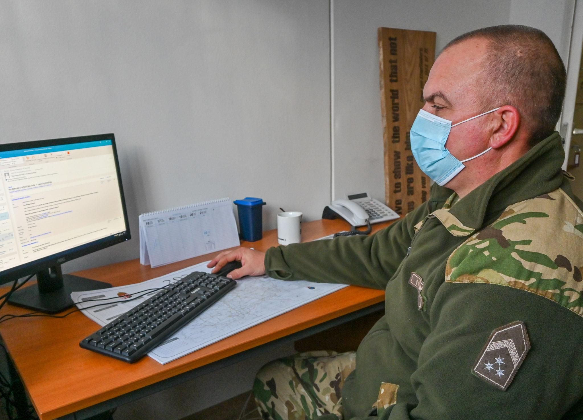 Kitüntetést kapott Fuvó Mihály főtörzsőrmester